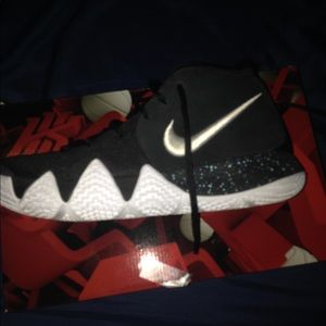 Nike Shoes - Kyrie men's size 8